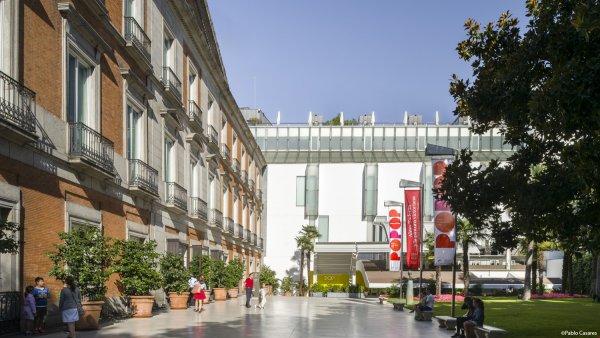 Jardín y vista de las fachadas