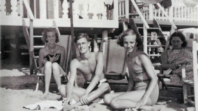 Gabrielle, Hans Heinrich and his first love, Pusch (Hannelore Schmidt), on the beach at Viareggio, Italy, August 1937
